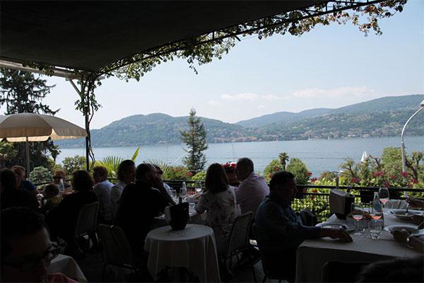 Ресторна на озере Маджоре